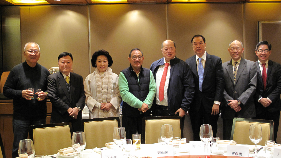莊會長(左四)歡迎各本會高層。左起:朱紹麟、馬介璋、鄭翔玲、張華峰、韓國龍、霍震寰、李秀恒。